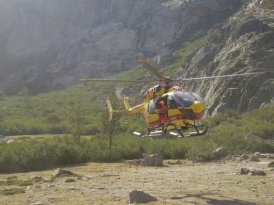 20070906194718-corcega-lago-de-melo-en-el-gr-20-rescate.jpg