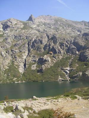 20070906193943-corcega-lago-de-melo-en-el-gr-20.jpg