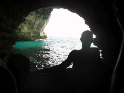 20070910204016-corcega-2007corcega-2007-bonifacio-interior-cueva-pirata-desde-barco.jpg